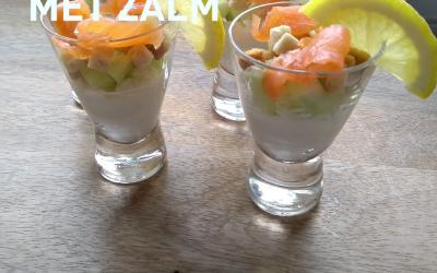 Frisse amuse met zalm, komkommer en cottage cheese