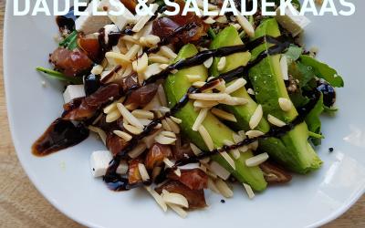Quinoa met noten, dadels en saladekaas