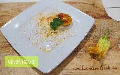 Gegrilde perzik met Griekse yoghurt, kokos en amandelschaaf