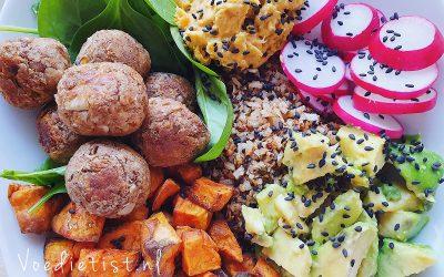 Recept: Vegan falafelbowl met bloemkoolrijst