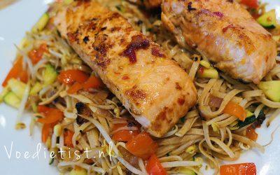 Recept: Oosterse noedels met zalm